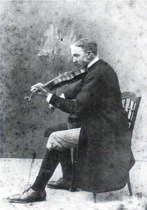 Hjort Anders Olsson, porträtterad 1915 av okänd fotograf. Wikimedia Commons.
