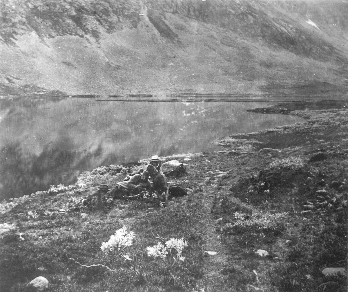 Karl Tirén med sällskap på insamlingsexpedition i fjällandskap.